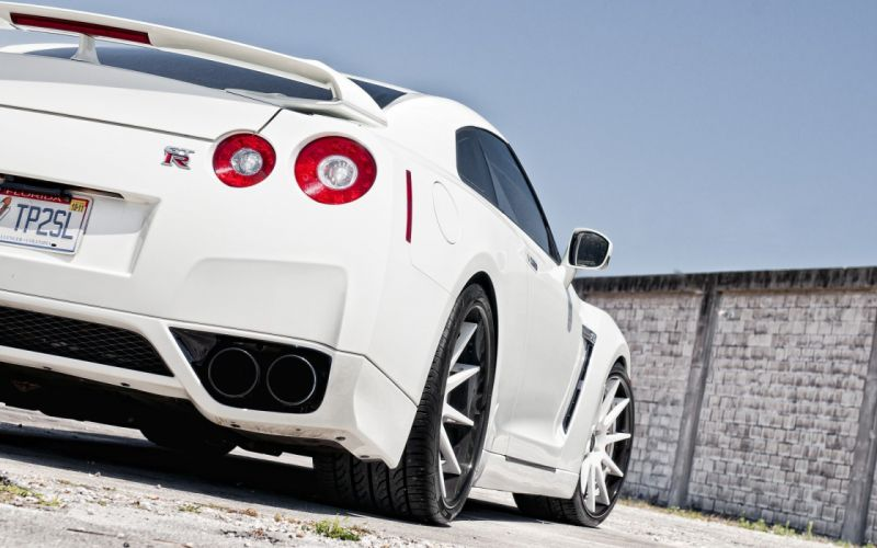 white Nissan GT-R wallpaper
