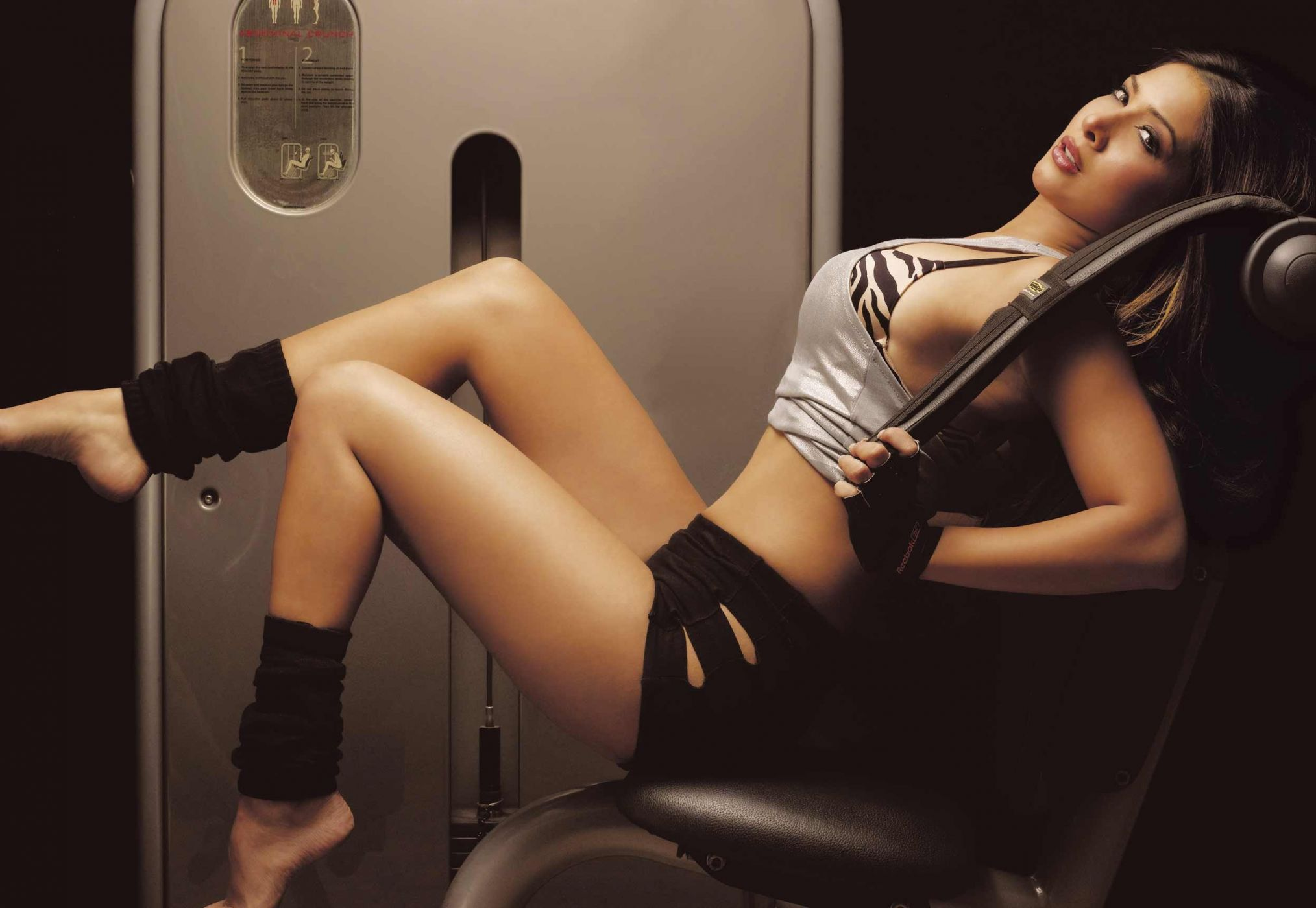 Kim sharma hot legs