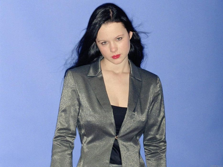 women actress long hair celebrity Thora Birch blue background black hair wallpaper