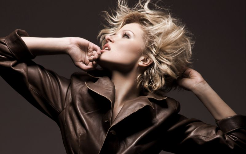 blondes models fashion jackets short hair looking up wallpaper