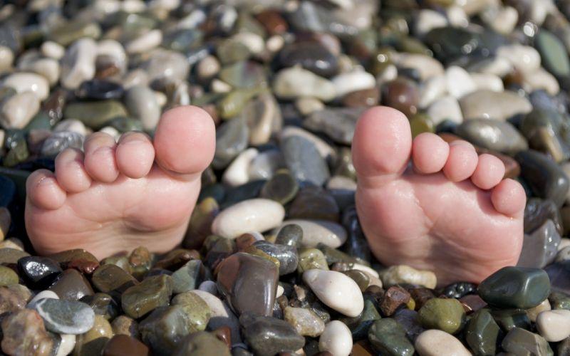 close-up feet stones toes pebbles wallpaper