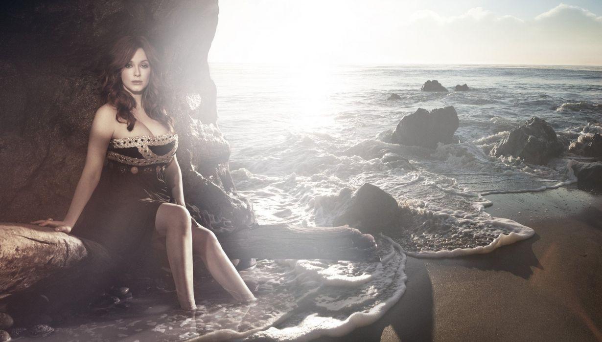 Christina-Hendricks-Kurt-Iswarienko-Photoshoot-2011-3 wallpaper