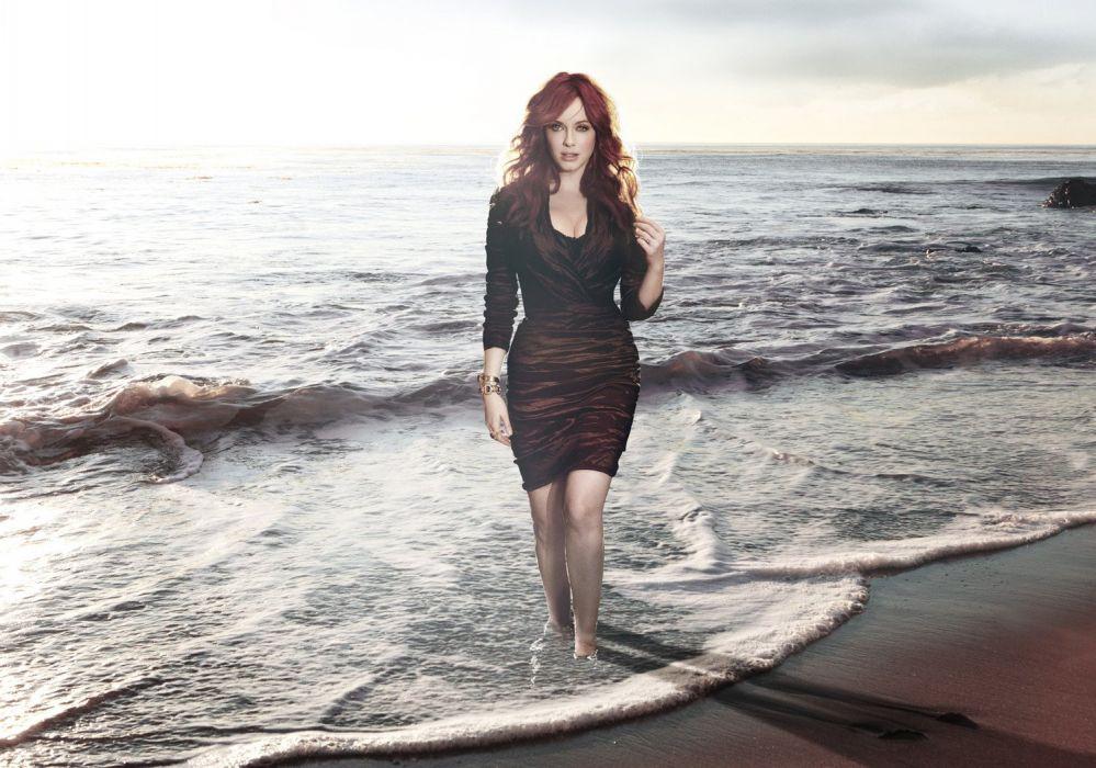 Christina-Hendricks-Kurt-Iswarienko-Photoshoot-2011-1 wallpaper