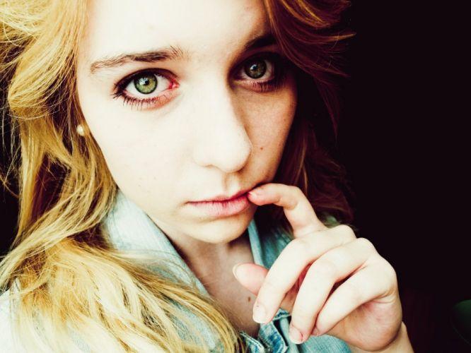 blondes women stare green eyes wallpaper