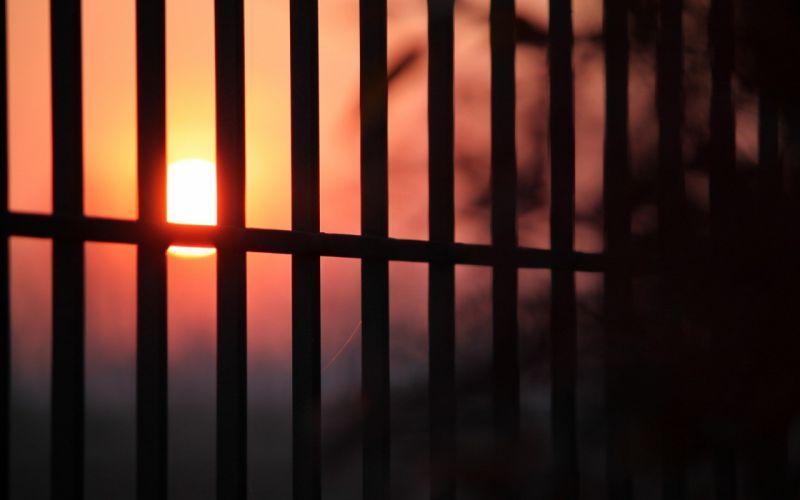 Sun fences silhouettes sunlight blurred wallpaper