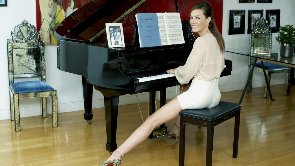 women piano models wallpaper