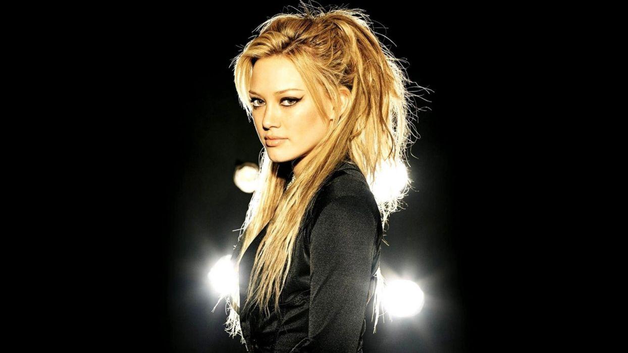 Hilary-Duff-wallpaper-1366x768 1600x900 wallpaper