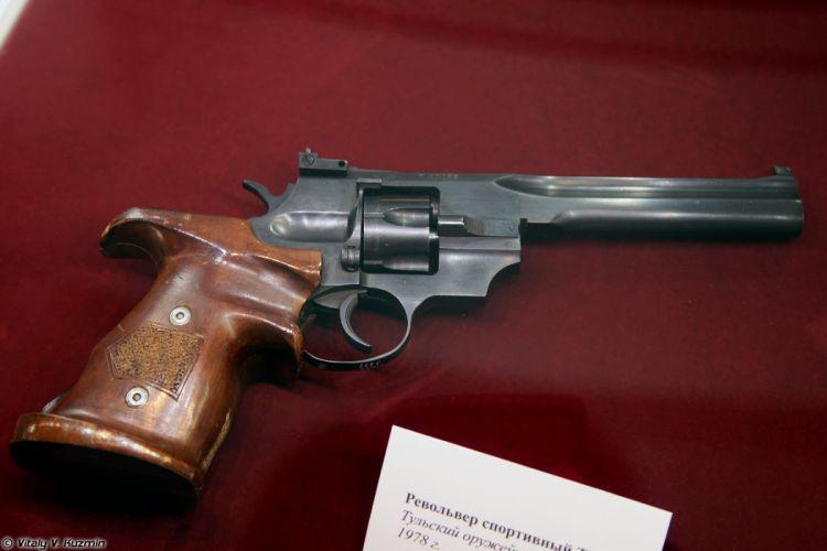 TOZ-49 sport revolver wallpaper