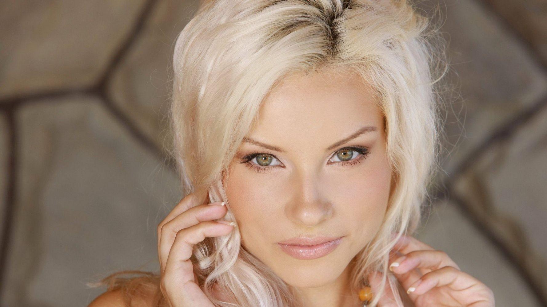 прелестные блондинки фото порно-фильм