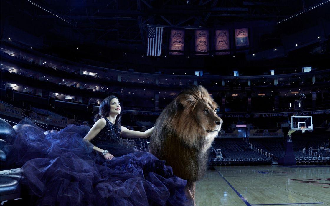 women lions wallpaper