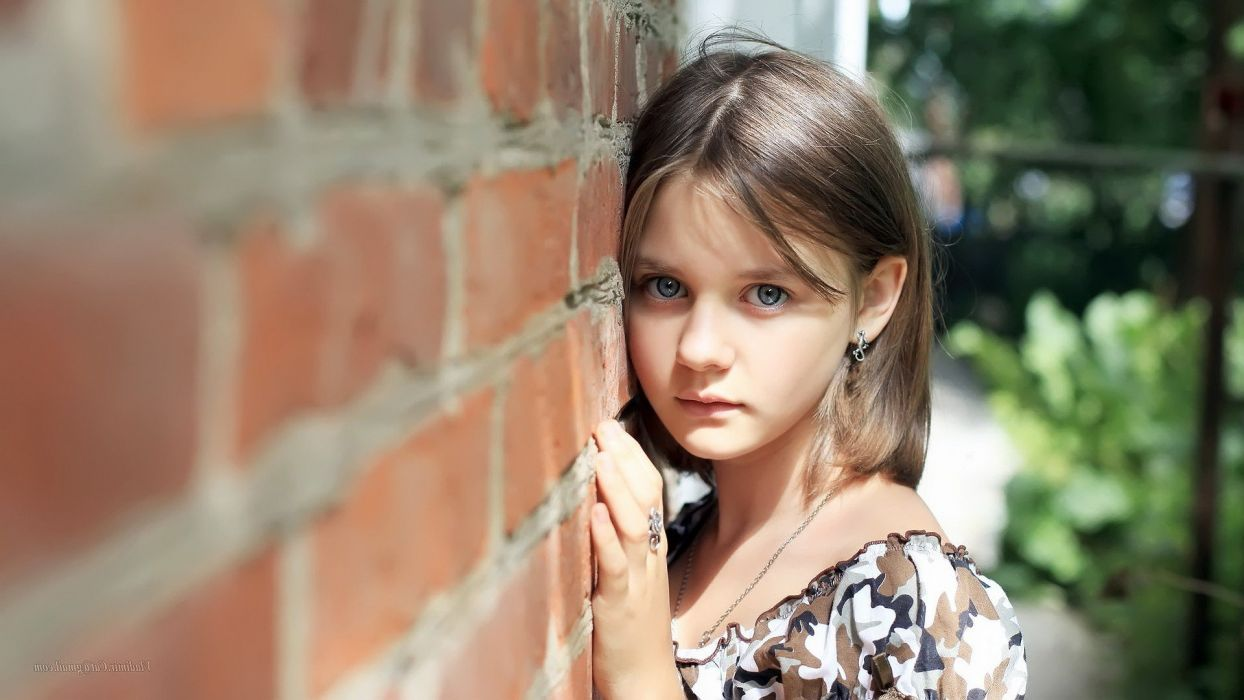 wall blue eyes wallpaper