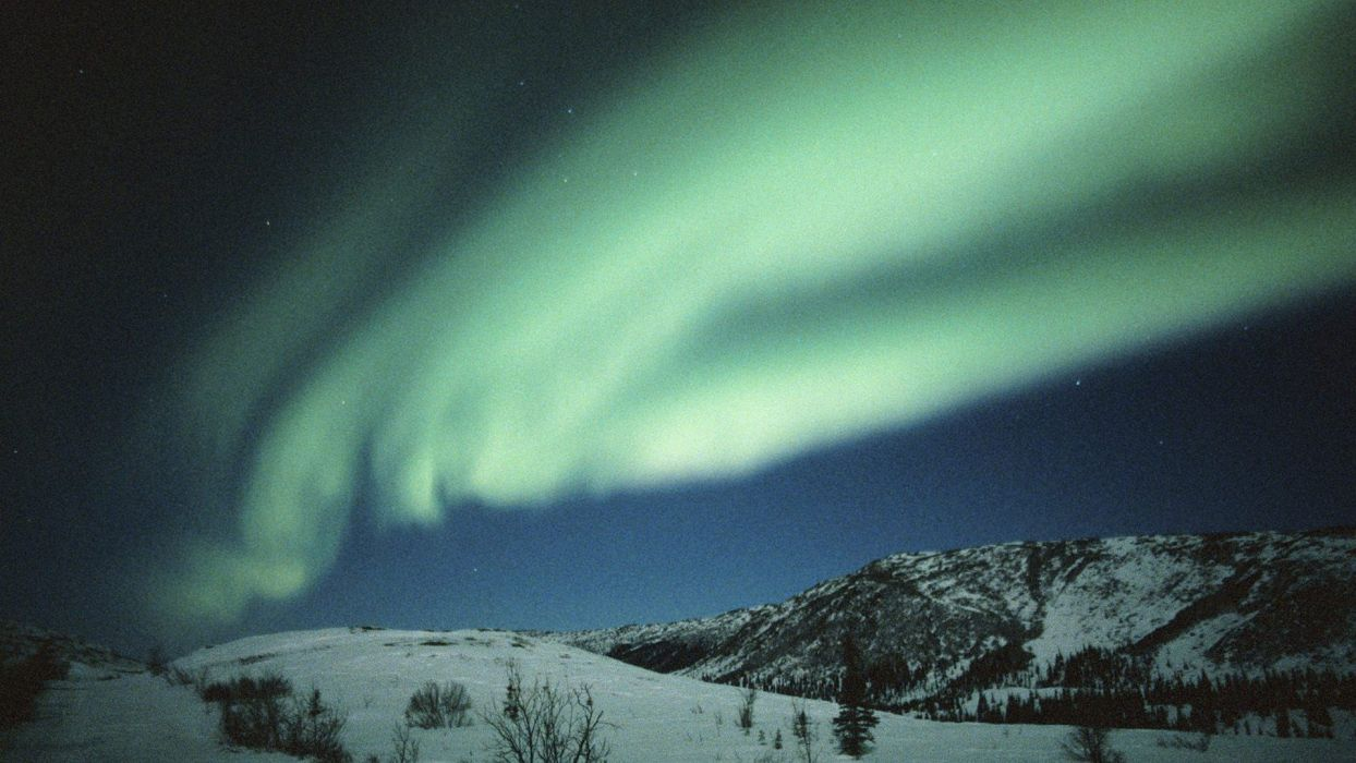 aurora borealis Alaska dancing wallpaper