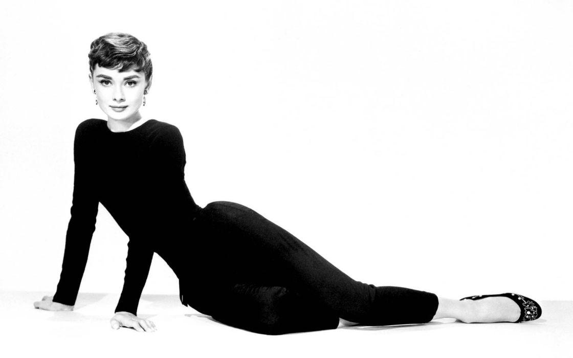 Audrey Hepburn monochrome wallpaper