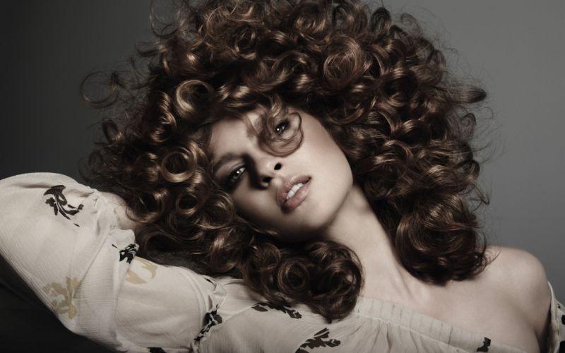 brunettes women curly hair faces wallpaper