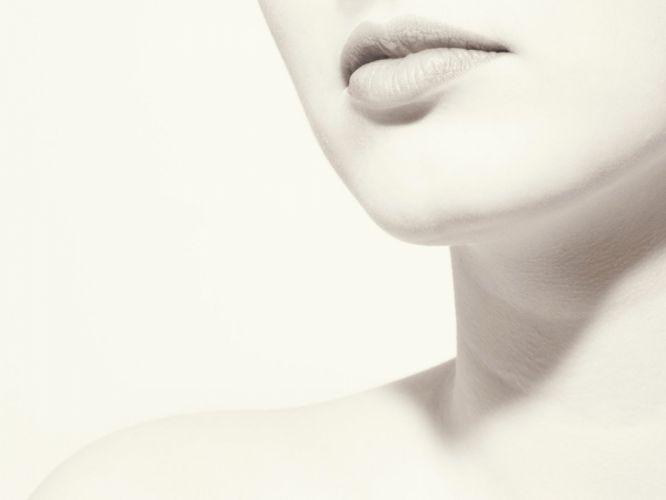 white lips wallpaper