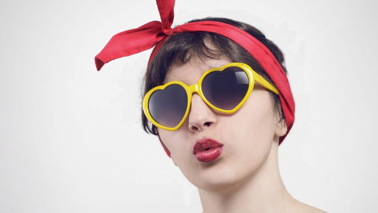 brunettes women models sunglasses faces red lips wallpaper