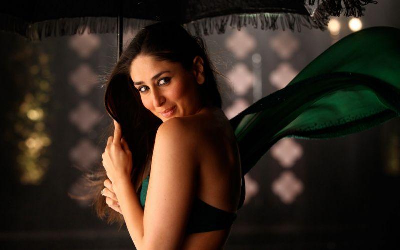 brunettes women Kareena Kapoor wallpaper