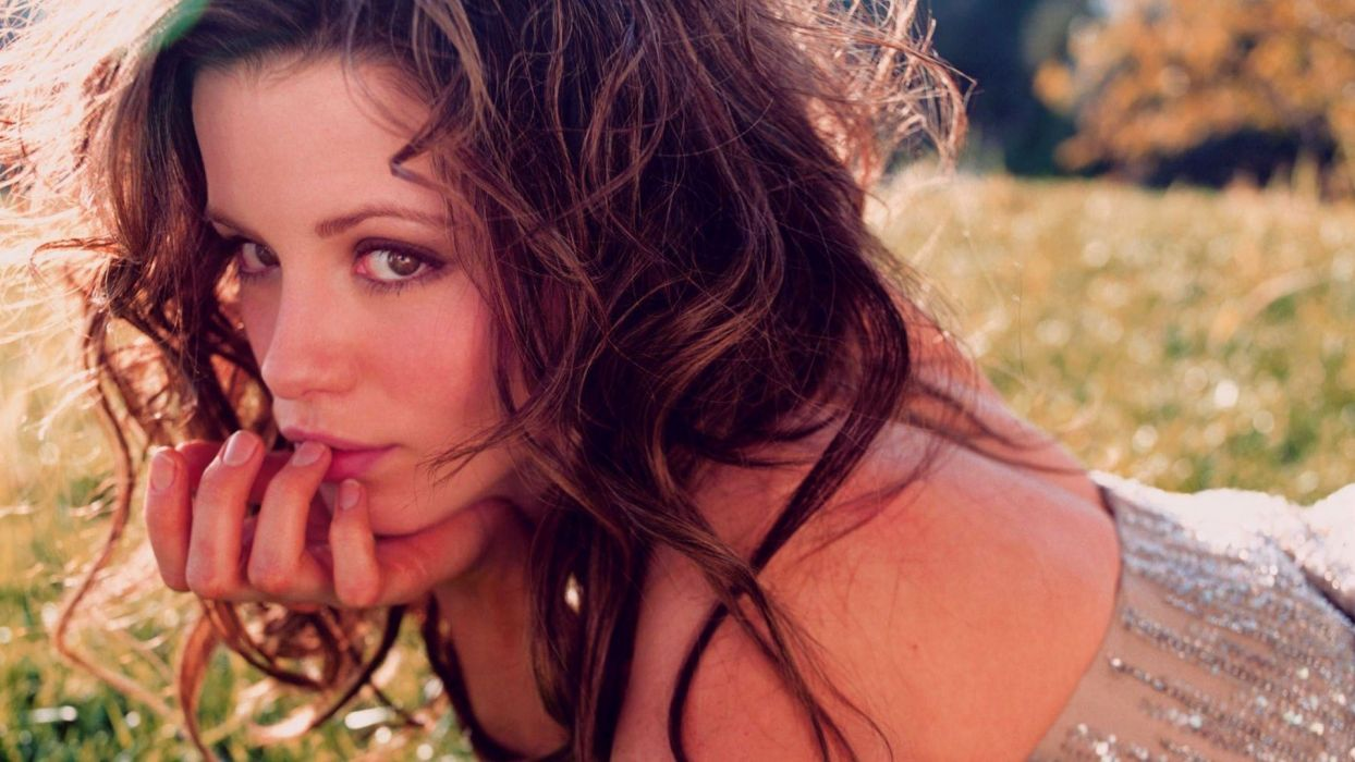 brunettes women grass Kate Beckinsale wallpaper
