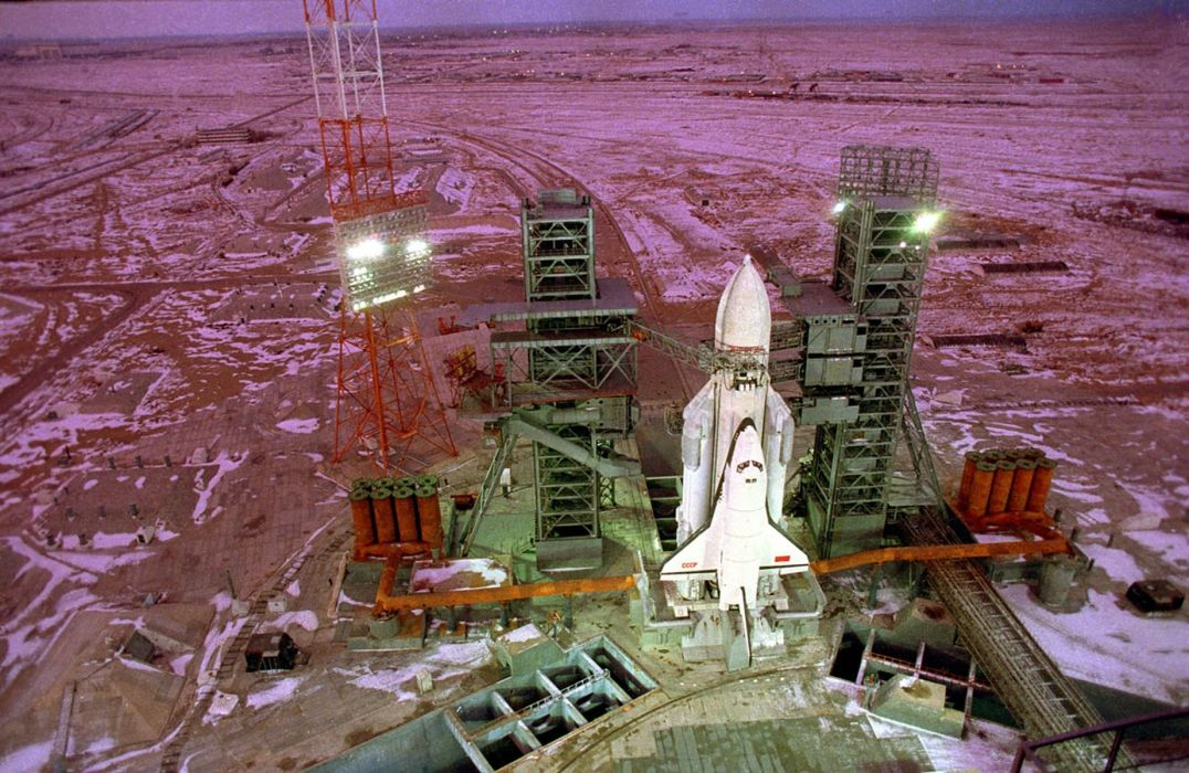 space shuttle buran russian space cccp urrs soviet vkk launching base wallpaper