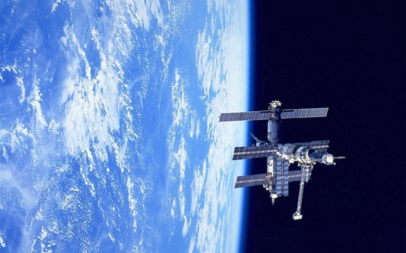 Space Station Mir over Earth 1920x1200 wallpaper