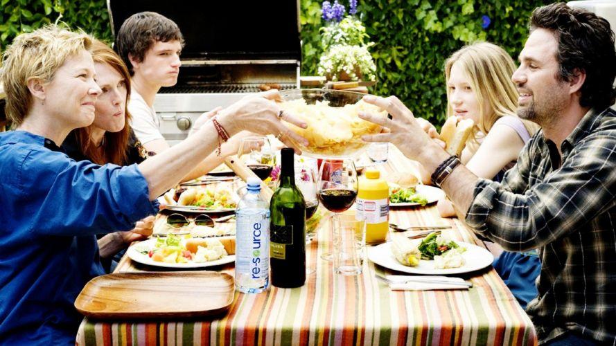 movies food Julianne Moore Mark Ruffalo wallpaper