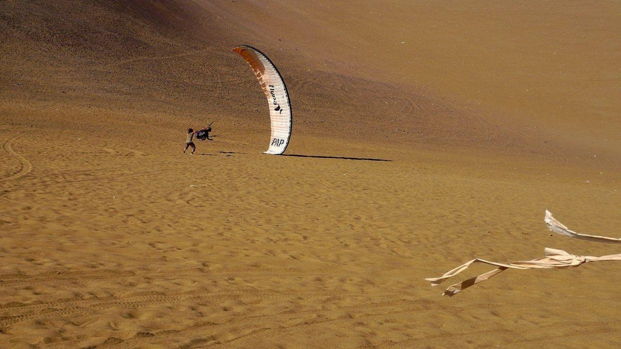sand deserts sports spiral ground paragliders paragliding gliding Iquique risk sport Mathieu Rouanet wallpaper