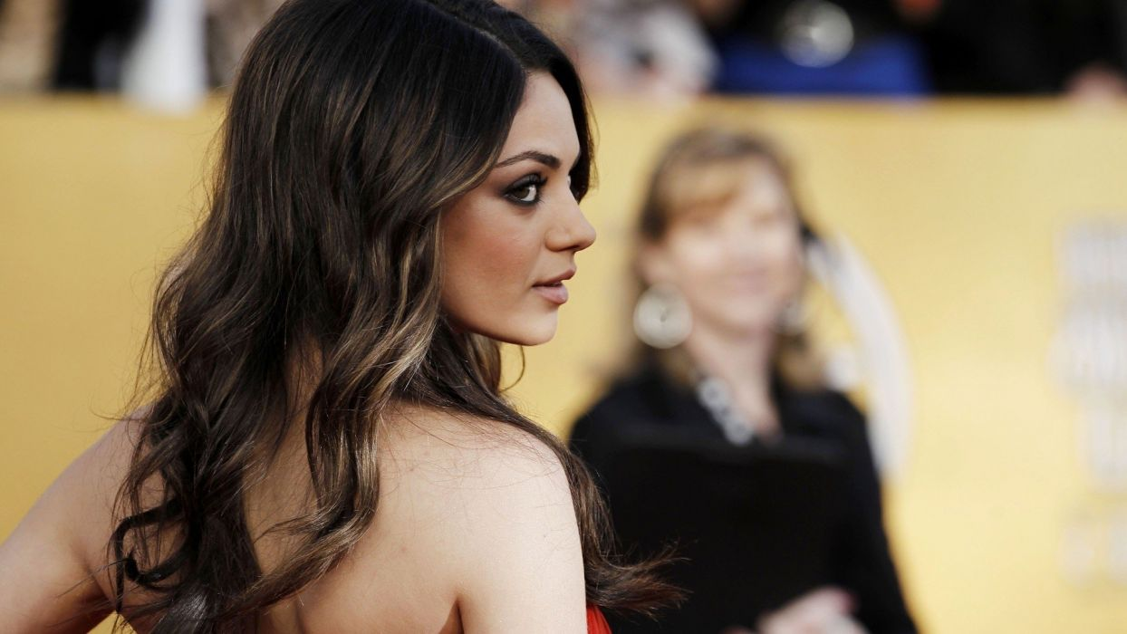women Mila Kunis actress models USA Hollywood Friends with Benefits wallpaper