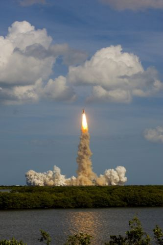 Atlantis lifts off esa europe space wallpaper
