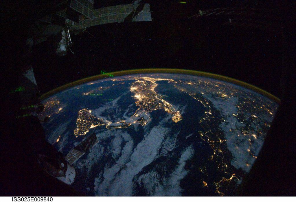 esa europe space Night Lights wallpaper