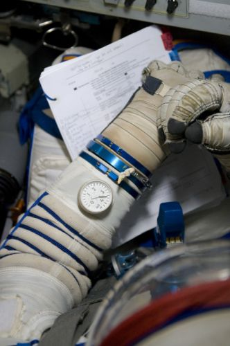 esa europe space russian Training in a Soyuz Sokol spacesuit wallpaper