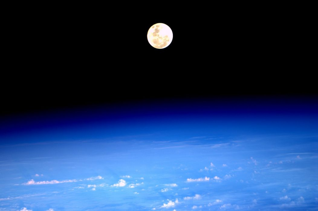 esa europe space Supermoon rise as seen from ISS wallpaper