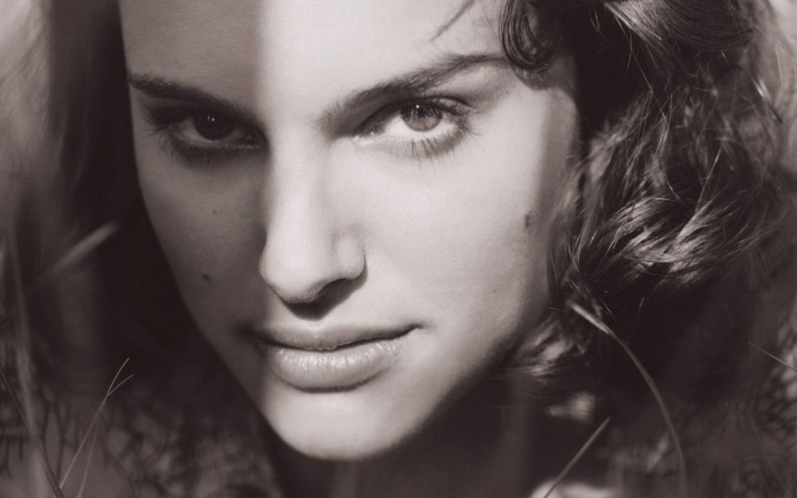 Natalie Portman monochrome wallpaper
