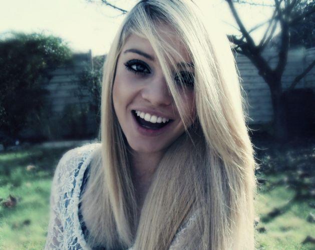 blonde babe mood happy smile wallpaper