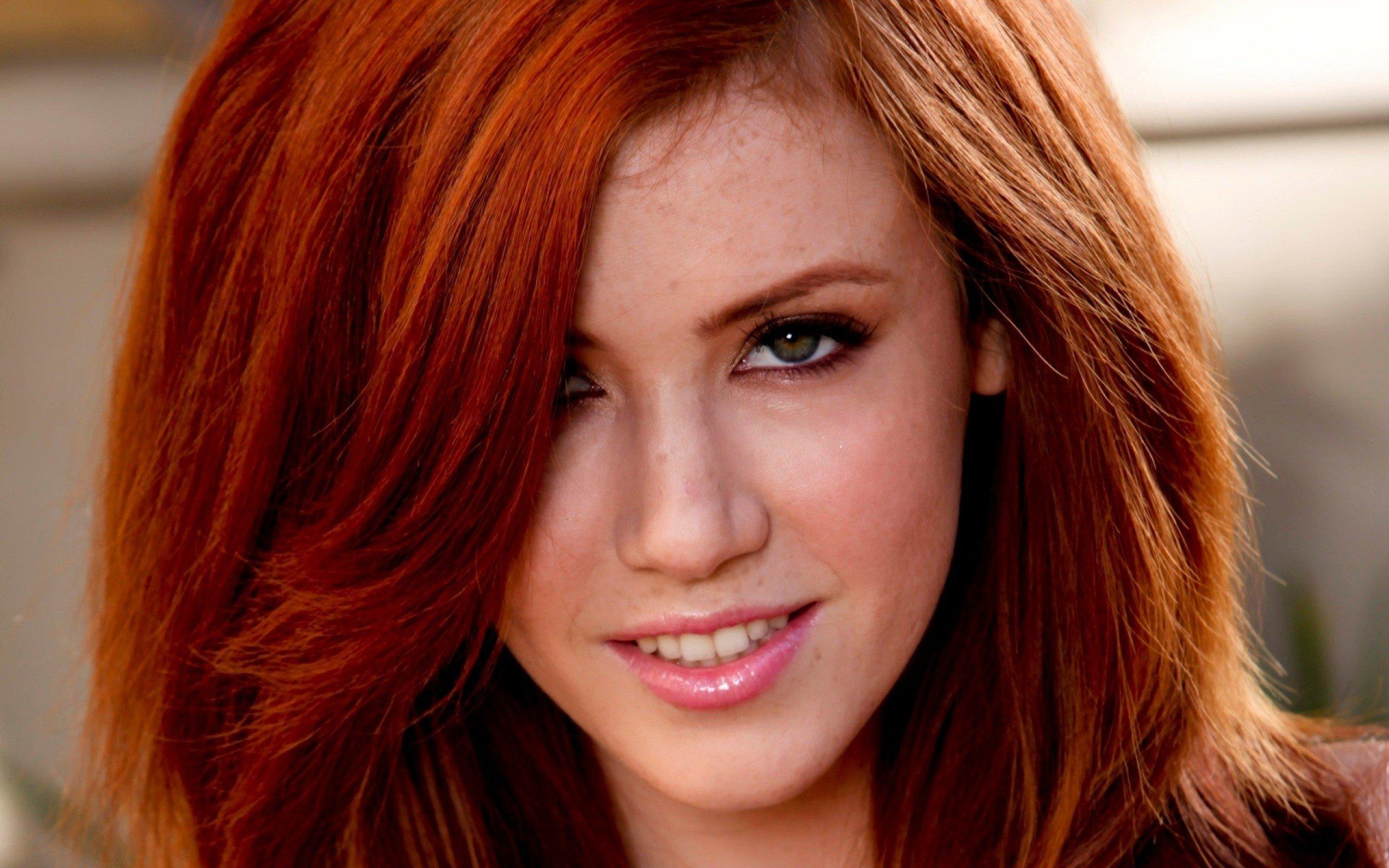 elisabeth Redhead xxx