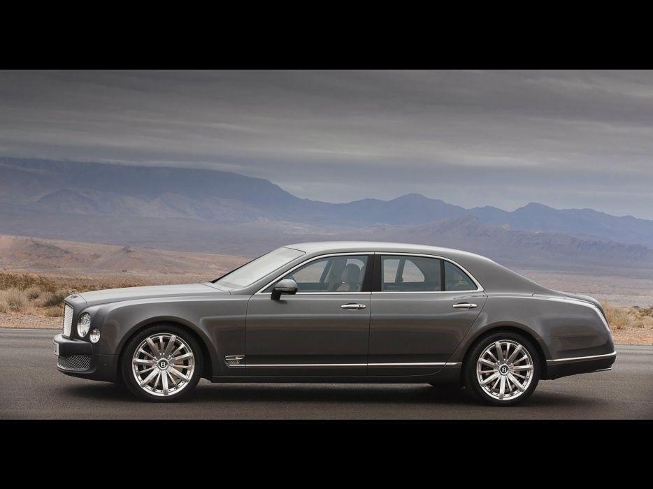 driving Bentley Mulsanne wallpaper