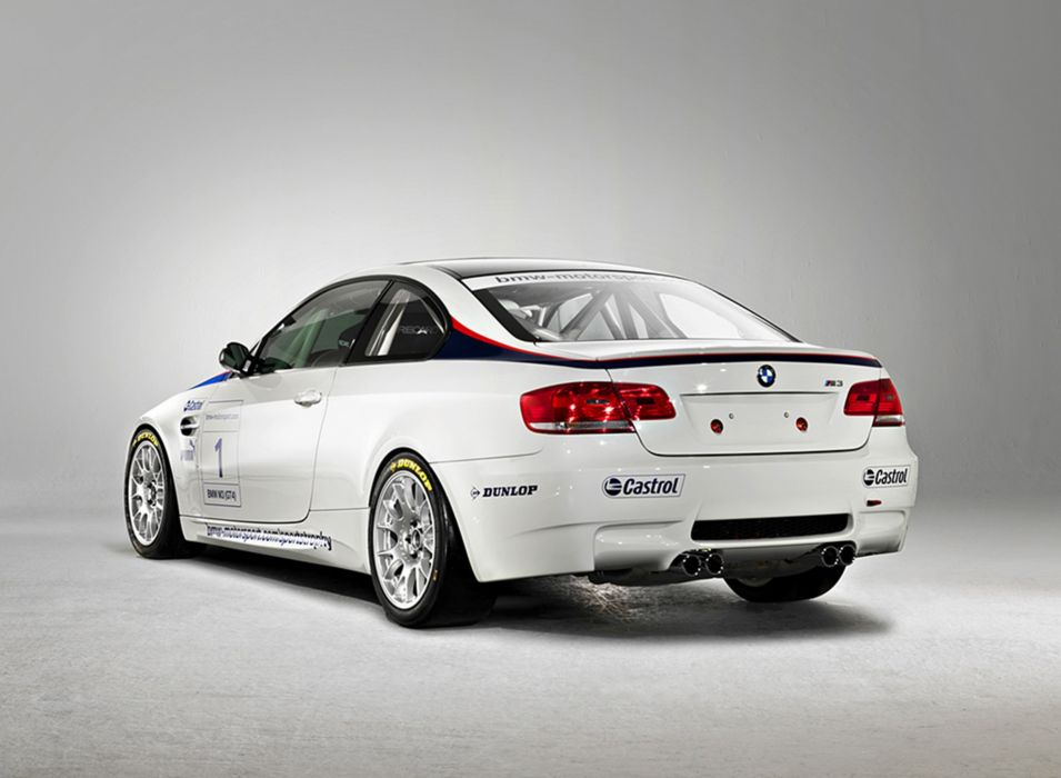 2009 BMW M3GT43 2667x1956 wallpaper