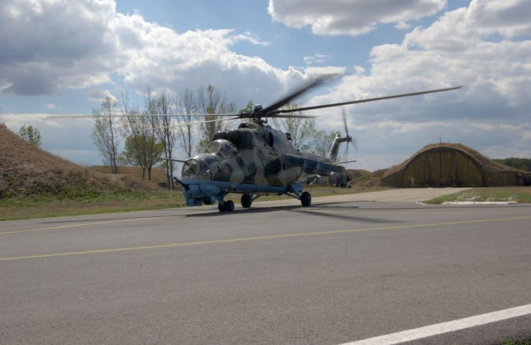 Mi-24 HIND GUNSHIP russian russia military weapon helicopter aircraft (2) wallpaper