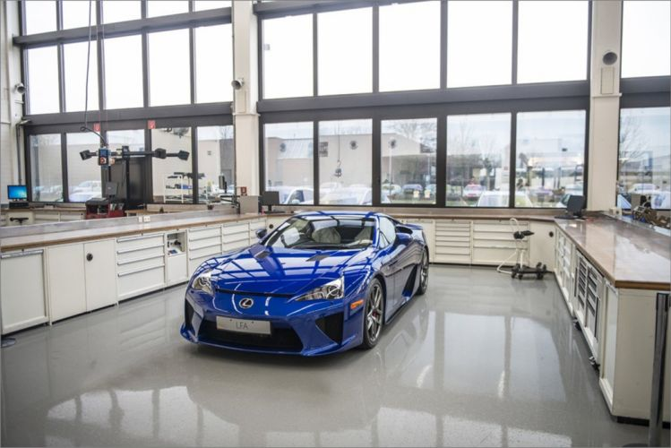 Dream Car Garage - Lexus LFA in the Toyota MotorsportAis base in Cologne Germany 2667x1781 wallpaper