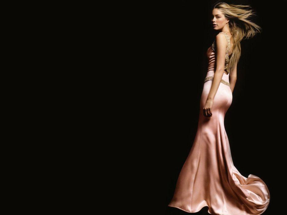 blondes women dress models Doutzen Kroes black background wallpaper