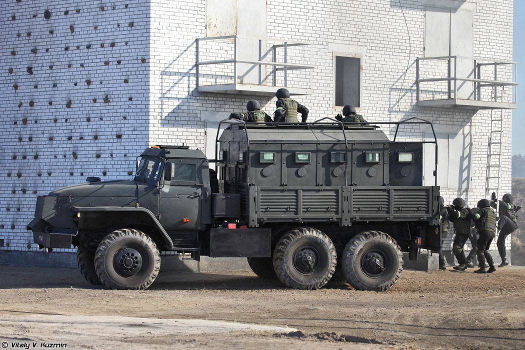 33rd OSN Peresvet special unit operators assault the building with Ural-4320 Zvezda-V armored vehicle wallpaper