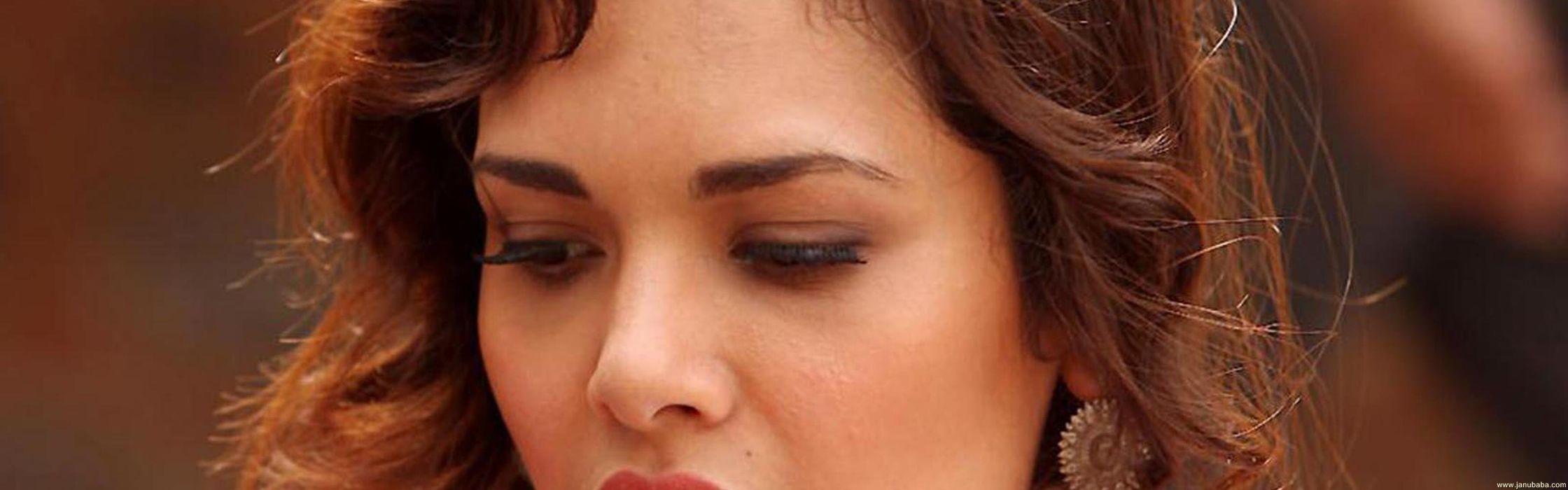 ESHA GUPTA indian actress bollywood model babe   ra wallpaper