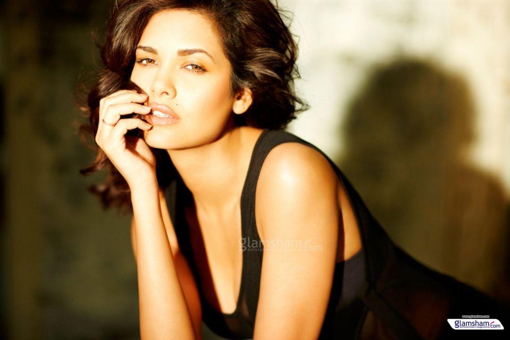 ESHA GUPTA indian actress bollywood model babe   r wallpaper