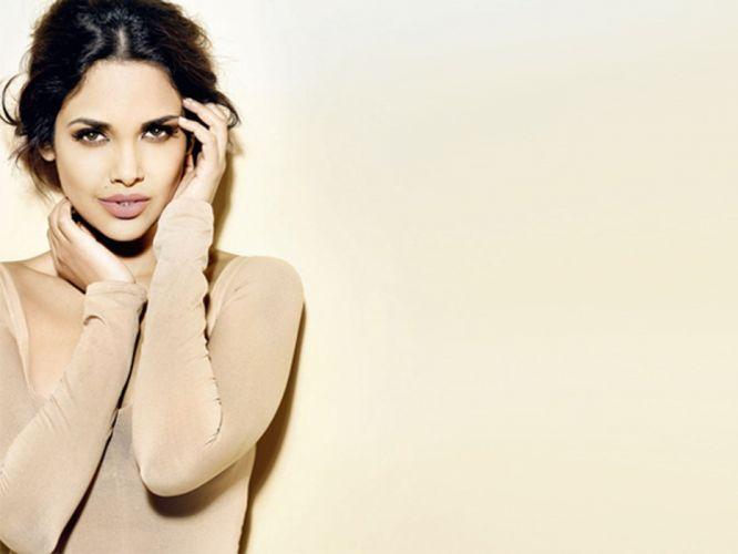 ESHA GUPTA indian actress bollywood model babe e wallpaper