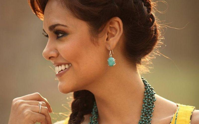 ESHA GUPTA indian actress bollywood model babe rf wallpaper