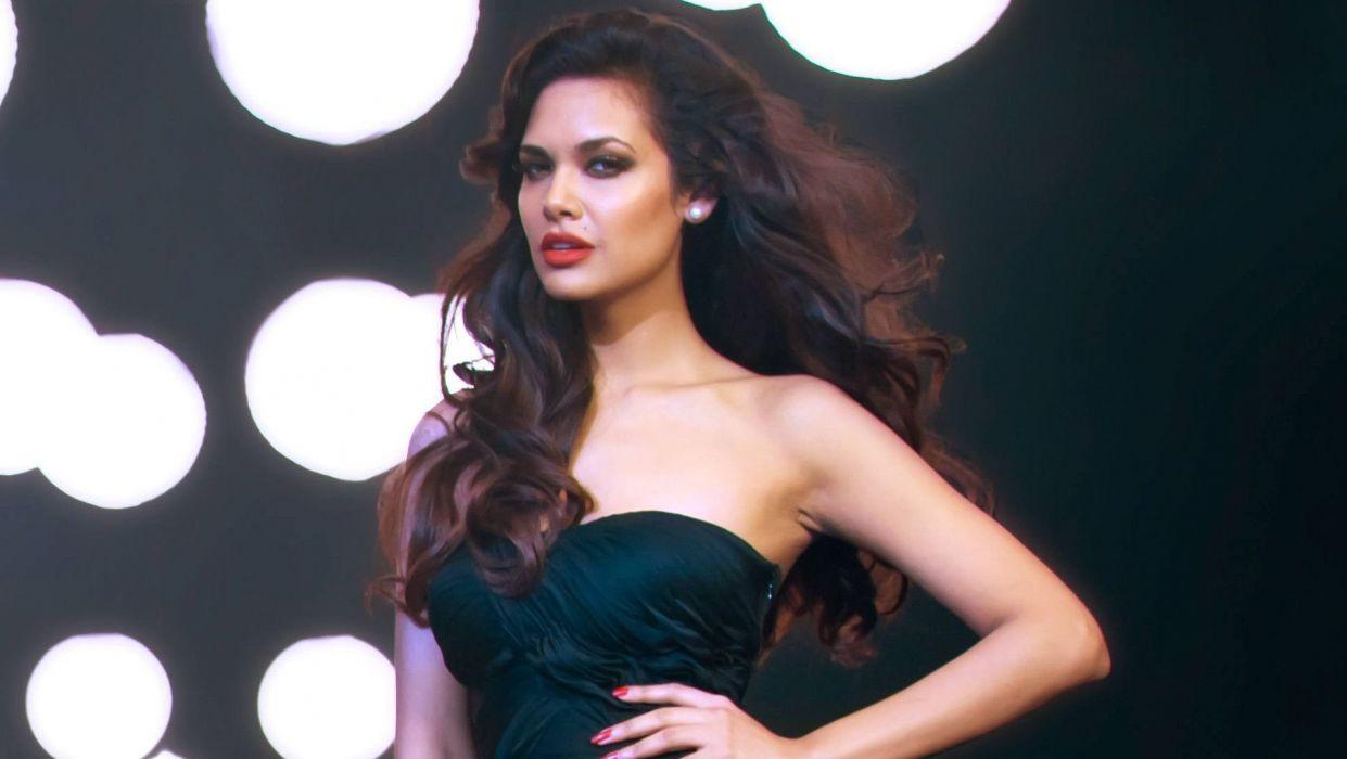 ESHA GUPTA indian actress bollywood model babe  rq wallpaper