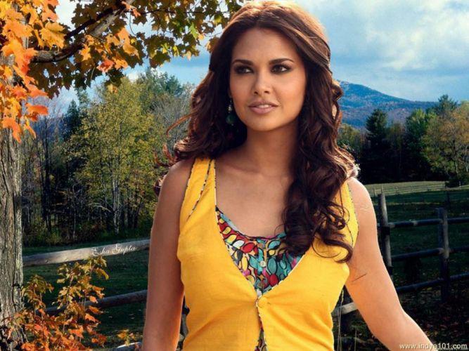 ESHA GUPTA indian actress bollywood model babe r4 wallpaper