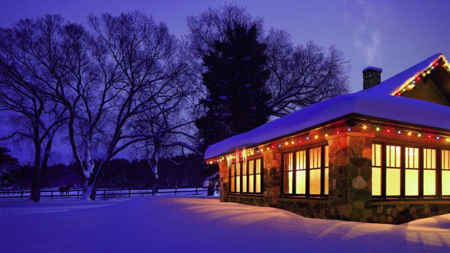 Christmas cottage wallpaper