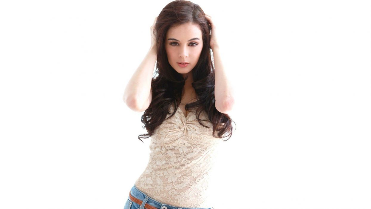 EVELYN SHARMA german indian actress model babe (12) wallpaper