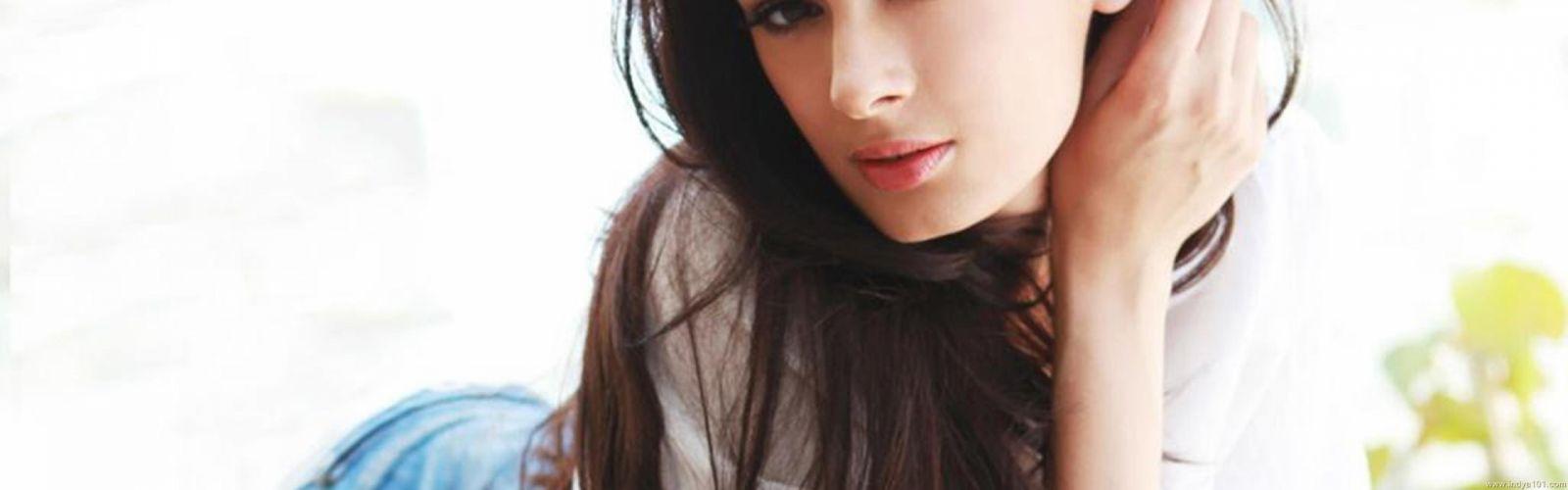 EVELYN SHARMA german indian actress model babe (1) wallpaper