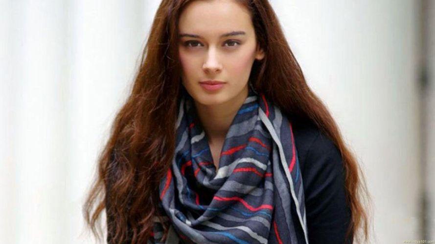 EVELYN SHARMA german indian actress model babe (3) wallpaper